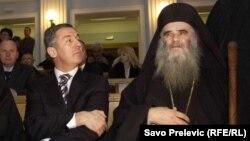 Predsjednik Crne Gore Milo Đukanović i mitropolit crnogorsko-primorski SPC Amfilohije, fotografija iz 2011. godine