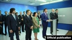 Шестую годовщину победы на парламентских выборах 2012 года нынешняя партия власти отметила критикой своих предшественников