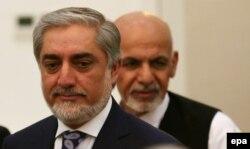 Абдулла Абдулла (слева) и Ашраф Гани на церемонии подписания соглашения о разделе полномочий