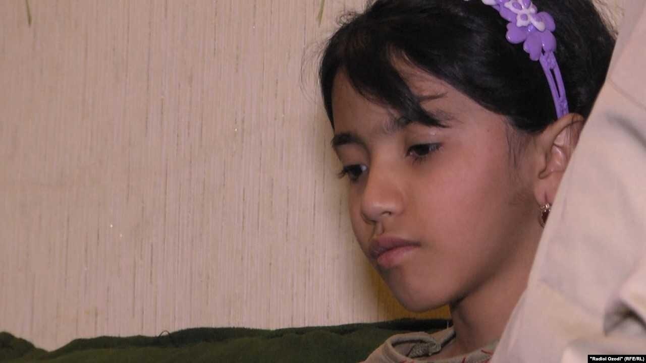 Марьям, девочку из багдадского приюта, вернули в Таджикистан ВИДЕО
