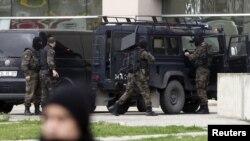 Турецька поліція коло будівлі суду у Стамбулі, 31 березня, 2015