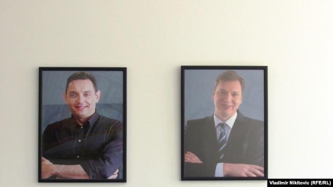 Fotografije ministra odbrane Aleksandra Vulina (L) i predsednika Srbije Aleksandra Vučića u kancelariji Inspektorata za rad u Čačku