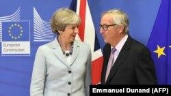 Глава Еврокомиссии Жан-Клонд Юнкер и британский премьер Тереза Мэй