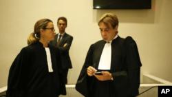 На фото, адвокат Оливер Пардо (справа) нанятый Азербайджанским правительством.