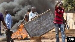 خشونتهای یک ماه اخیر در سودان جنوبی به مرگ صدها نفر انجامیده است.