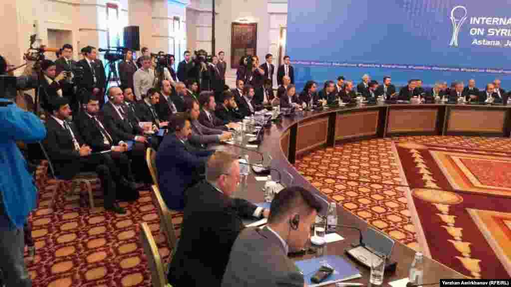 Переговоры в первую очередь направлены на укрепление соглашения о прекращении огня, достигнутого в декабре, и на продвижении процесса урегулирования конфликта, продолжающегося в рамках Женевских переговоров. Очередное заседание Женевских переговоров по Сирии назначено на 8 февраля.