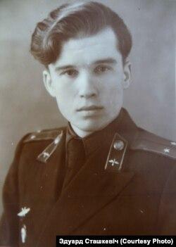 Эдуард Сташкевіч падчас працы ва ўрадавым лётным атрадзе