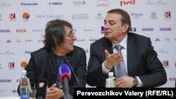 Музыкант и общественный деятель Юрий Башмет (слева) и мэр города Сочи Анатолий Пахомов