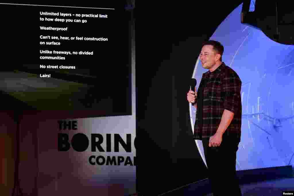 Підприємець-мільярдер Ілон Маск на відкритті першого тестового тунелю компанії The Boring Company