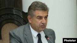 Armenia - Prime Minister Karen Karapetian holds a cabinet meeting in Yerevan, 15Sep2016.