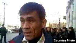 Мигрант из Таджикистана на улицах Москвы