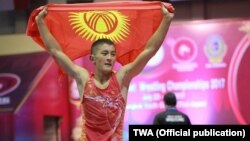 Грек-рим күрөшү боюнча өспүрүмдөр арасында Азиянын чемпиону Нуртазин Керимберди. 21-июль, 2017-ж. Бангкок. Таиланд.