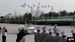 Türkmenistan garaşsyzlygynyň 25 ýyllygy mynasybetli harby paradda täze harby tehnikasyny görkezdi, Aşgabat, 27-nji okrtýabr, 2016.