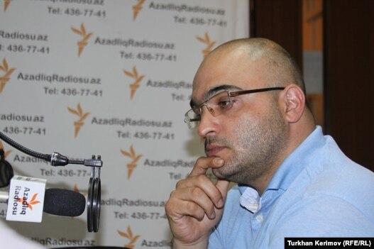 Эйнулла Фатуллаев в студии РадиоАзадлыг, Баку