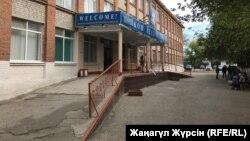 Здание одной из школ Актобе. Иллюстративное фото.