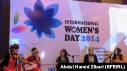 Курдский женский ансамбль на концерте в честь Международного женского дня. Эрбиль, Курдистан. 8 марта 2014 года
