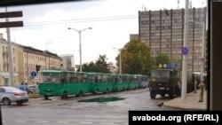 Довгі черги та військова техніка: президентські вибори в Білорусі