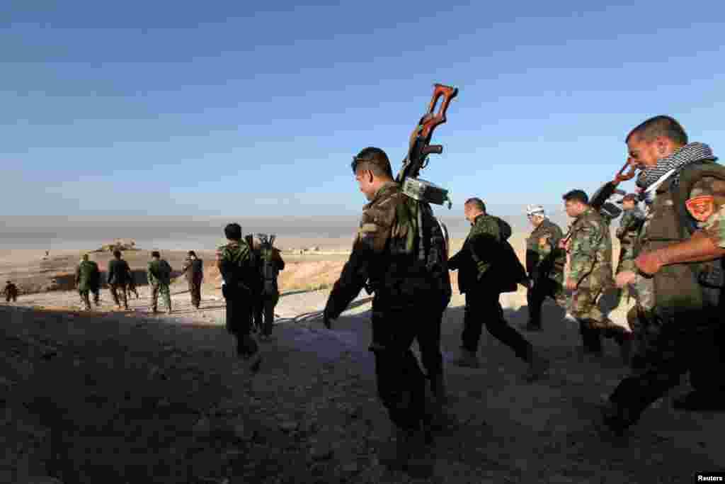 Около 60 000 военных учасчтвуют в наземной операции На фото – курдское ополчение Пешмерга приближается к Мосулу с востока