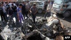 بقايا سيارة مفخخة إنفجرت الأحد في مدينة الصدر ببغداد
