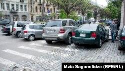 После назначения Нармания на должность мэра столицы компания «Сити парк» расширила свою территорию, расчертив новые места для парковки
