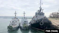 Російські силовики 25 листопада обстріляли українські кораблі і відбуксирували їх до порту окупованої Керчі