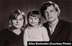Юлий Сергеевич, Ольга Владимировна и их дочь Алиса Худяковы.