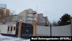 Ресейдің Қазақстандағы елшілігі ғимараты. Астана, 20 желтоқсан 2016 жыл.