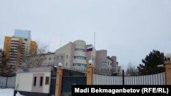 У диппредставительства России в Казахстане. Астана, 20 декабря 2016 года.