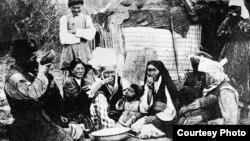 20-кылымдын башы. Кыргыздар түшкү тамак учурунда