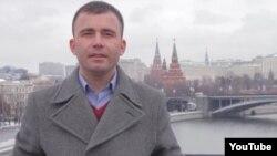 Оьрсийчоь -- Толибжон Курбанханов, таджик, карарчу хенахь веха Оьрсийчохь, Путинах лаьцна йиш локхуш.