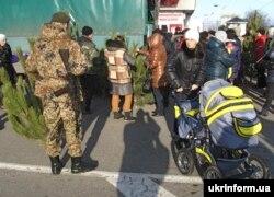 Новогодняя елка в оккупированном Луганске, декабрь 2014 года