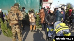 Новогодние ёлки в Луганске. Декабрь 2014 года
