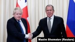 Главы внешнеполитических ведомств Великобритании и России Борис Джонсон и Сергей Лавров