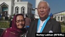 Живущий в Мюнхене этнический казах Талгат Косжигит, работавший на Радио Азаттык, вместе с супругой во время приезда в Казахстан.