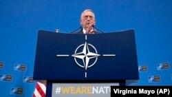 Ministrul american al apărării, Jim Mattis, la reuniunea NATO de la Bruxelles