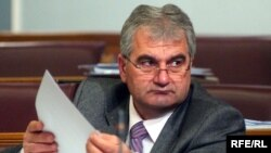 Васељ Сиништај, пратеник во Парламентот на Црна Гора