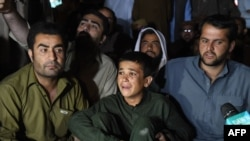 Relatives of the victims of an attack on bus passengers outside the hospital in Quetta, Balochistan on May 30.