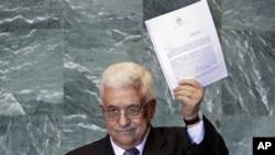 Президент Махмуд Аббас Палестинаны 1967 жылдың 4 маусымындағы шекарасы негізінде Әл-Құддыс Әл-Шариф, яғни Иерусалим астанасымен БҰҰ-ның толыққанды мүшесі етіп қабылдау туралы өтініш жазылған хатты ұстап тұр. Нью Йорк, 23 қыркүйек 2011 жыл.
