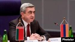 Չեխիա - Հայաստանի նախագահ Սերժ Սարգսյանը ելույթ է ունենում Արեւելյան գործընկերության Պրահայի գագաթնաժողովում, 7-ը մայիսի, 2009թ.