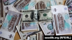 Өзбекстан валютасы - сум мен АҚШ доллары. (Көрнекі сурет).