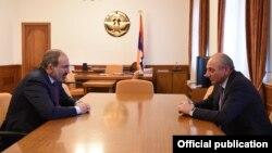 Nagorno-Karabakh -- Karabakh President Bako Saakian (R) and Armenian Prime Minister Nikol Pashinian meet in Stepanakert, November 4, 2018.