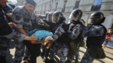 Задержания людей, которые требовали честных выборов в Москве