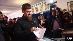 Кадыров Рамзан харжамашкахь. Архивера сурт.