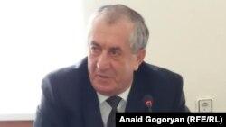 Министр внутренних дел Аслан Кобахия сообщил, что все, кто родился в Абхазии могут беспрепятственно обменять паспорт. Фото автора