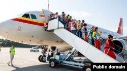 Өремчедән беренче рейс белән Казанга килгән Кытай туристлары, 2016 ел.