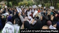 فعالان و تشکلهای حقوق صنفی معلمان بارها با برگزاری تجمع هایی نسبت به سیاستهای آموزشی و نیز مسایل صنفی فرهنگیان انتقاد کردهاند