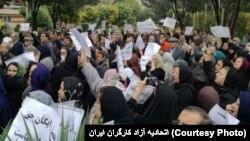 این تجمع به دعوت «شورای هماهنگی تشکلهای صنفی فرهنگیان ایران» و به مناسب روز ۱۳ مهر، روز جهانی معلم، برگزار شد.