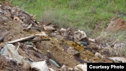 Թունաքիմիկատների գերեզմանոցը մաքրման աշխատանքները կատարելուց առաջ:
