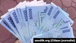 50-тысячные купюры узбекского сума.