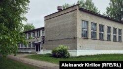 Школа в поселке